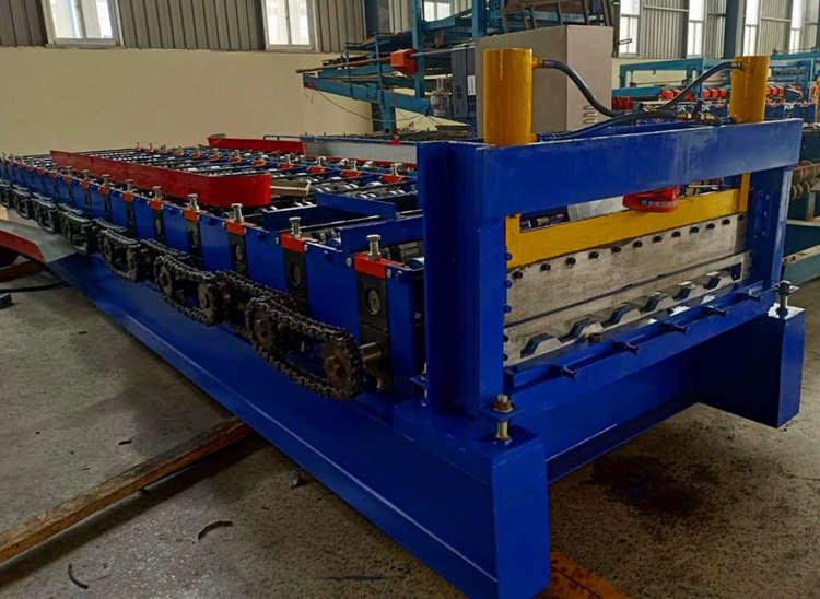 900车厢板设备全自动高强板车厢板压瓦机发往重庆