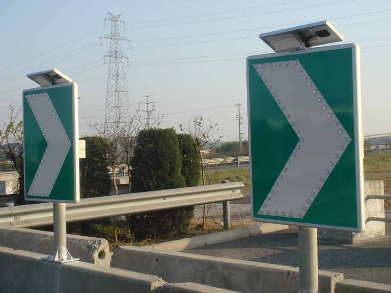珠海交通标志牌 太阳能弯道诱导标志牌 600800标志牌